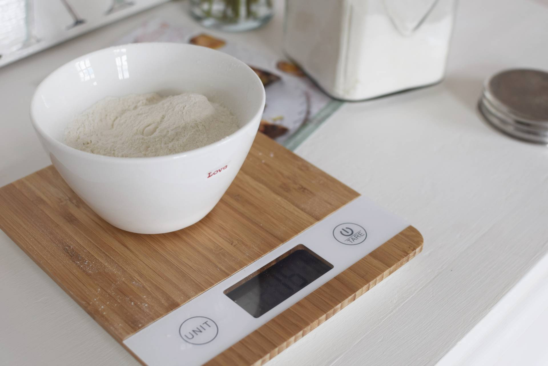 crunchy amaretti and raspberry cake | Megan Taylor