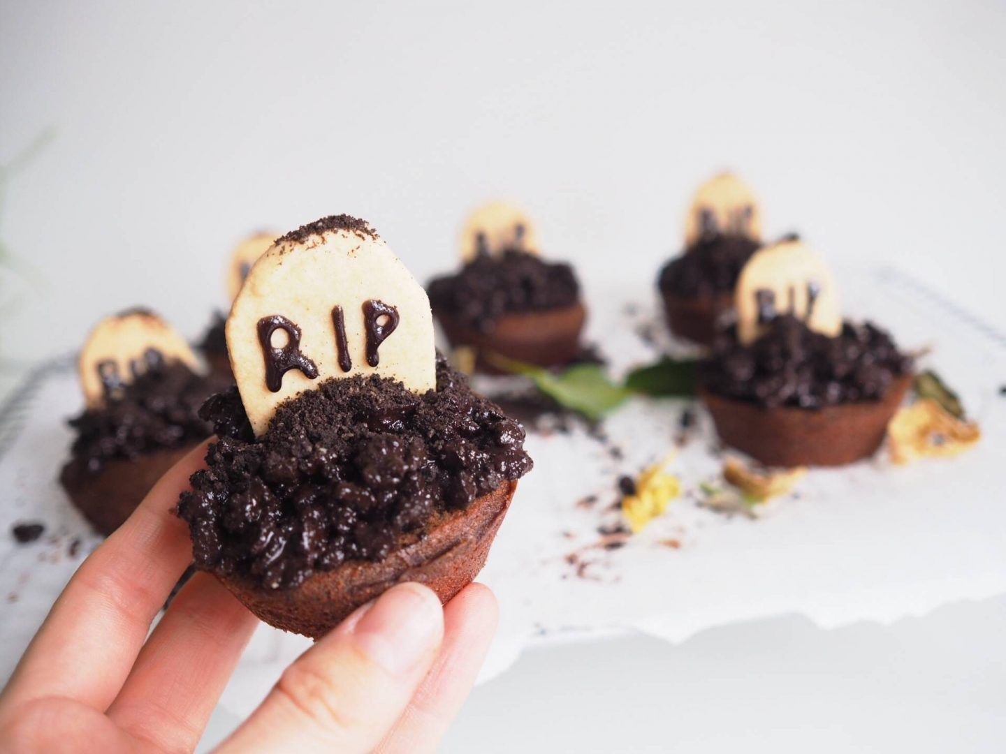 HALLOWEEN CUPCAKES | TO THE BITTER END