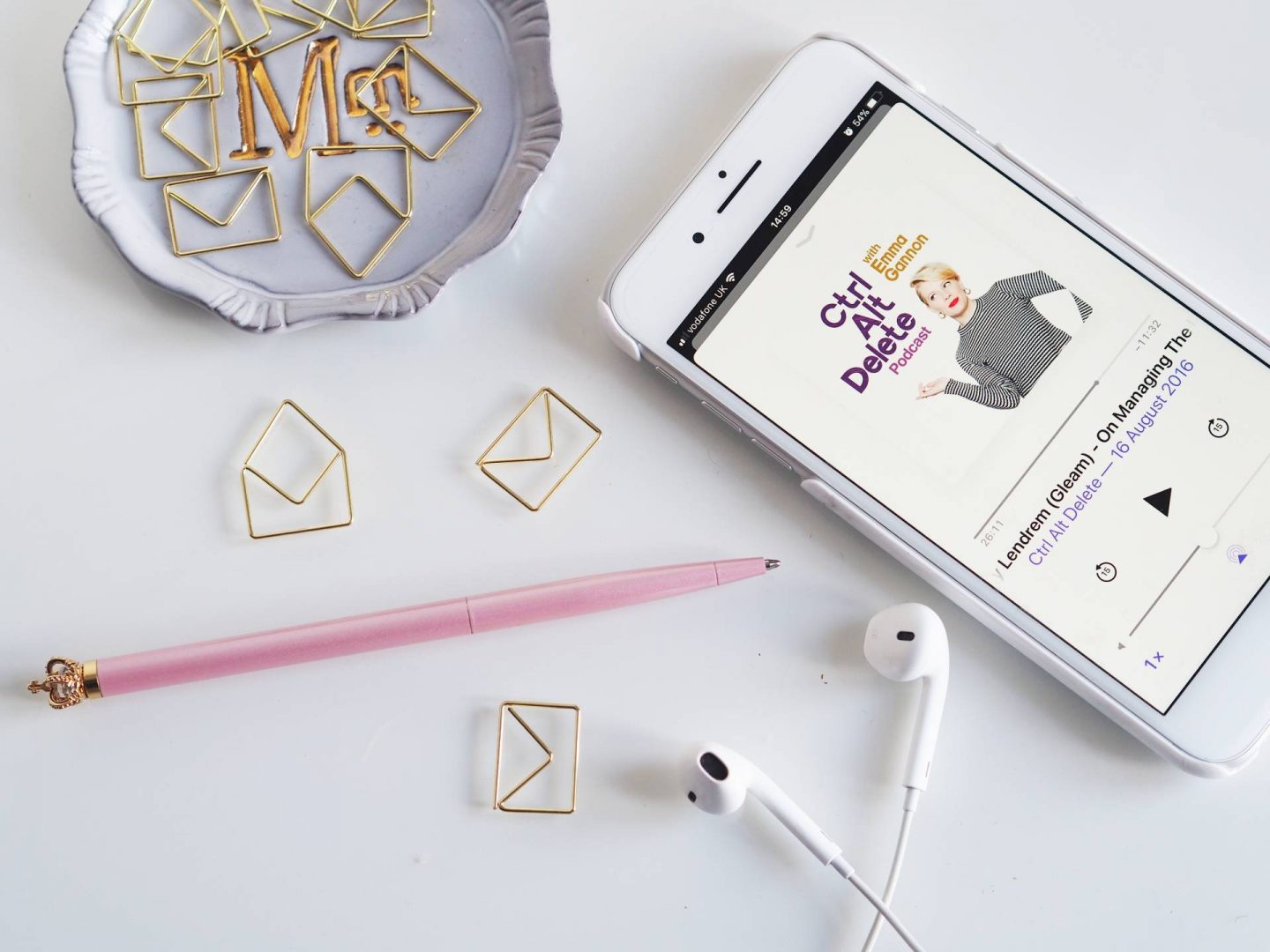 5 WAYS TO CREATE THE PERFECT FLAT LAY