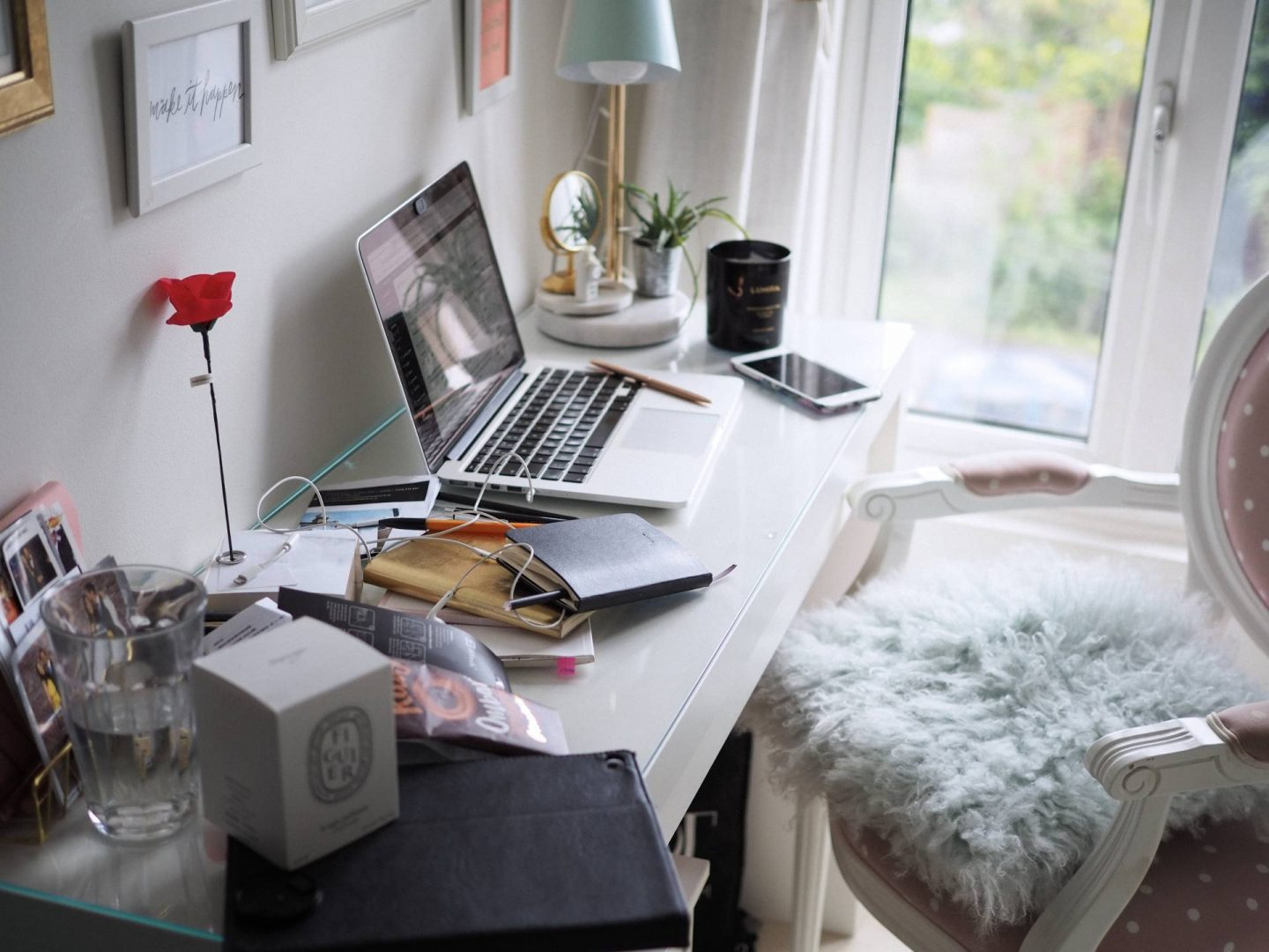 FIVE TOP TIPS TO DECLUTTER SUCCESSFULLY | MEGAN TAYLOR